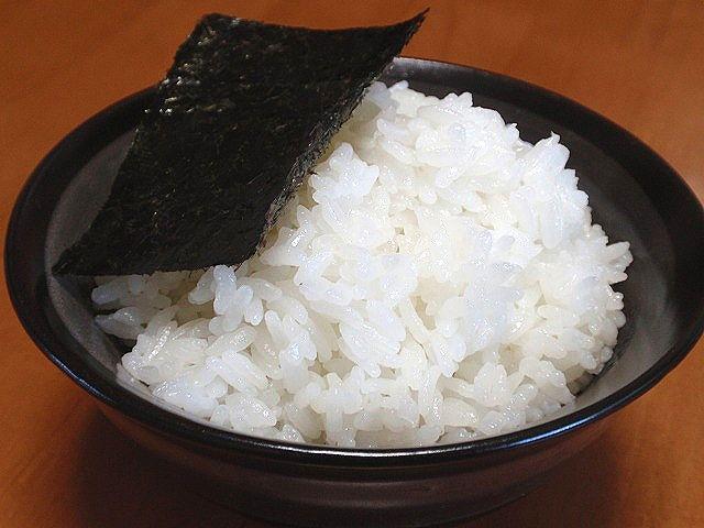 話題の北海道米「ふっくりんこ」です。焼き海苔で食べました。ふっくらご飯でおいしいよ。