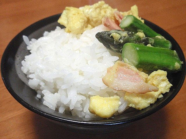 おいしい北海道米「ふっくりんこ」!アスパラベーコン卵炒めで食べてみました。