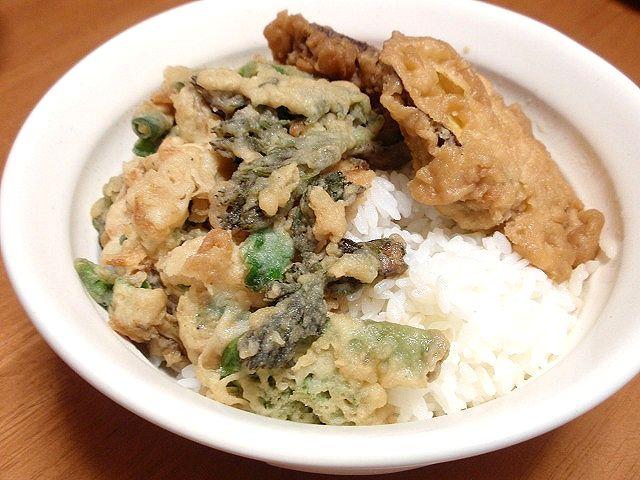 北海道米の「ほしのゆめ」です。山で採ってきた山菜で天丼にしました。うまい!