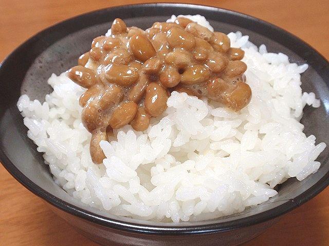 秋田産あきたこまちです。おいしい「あきたこまち」に納豆をかけてどうぞ。