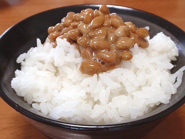 秋田産あきたこまちです。朝はやっぱり納豆ご飯!